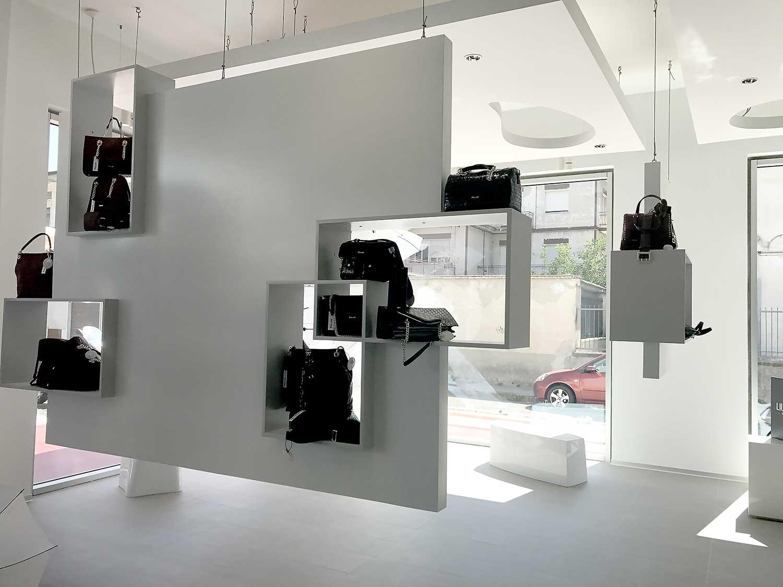 Nuovo store tammetta hurra enne abbigliamento donna for Arredo store